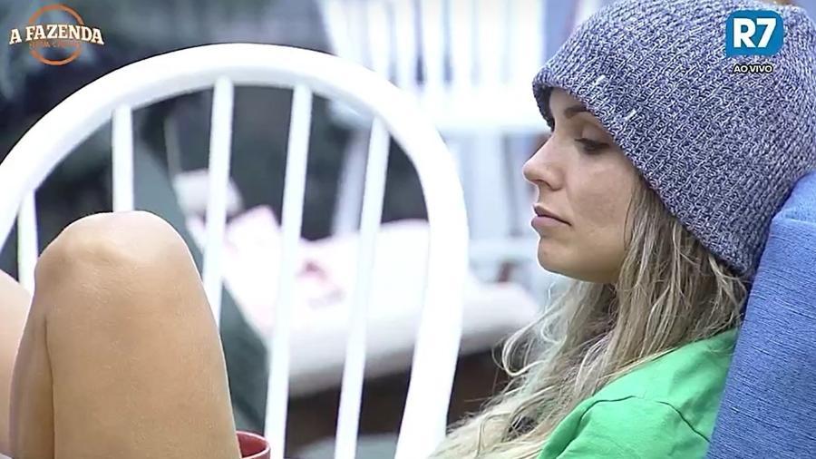 Flávia Viana conversa com os peões no café da manhã - Reprodução/R7