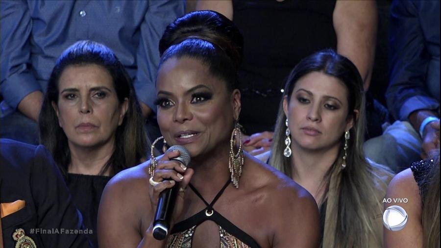 """Adriana Bombom fala de encontro com pai após """"A Fazenda 9"""" - Reprodução/Record"""