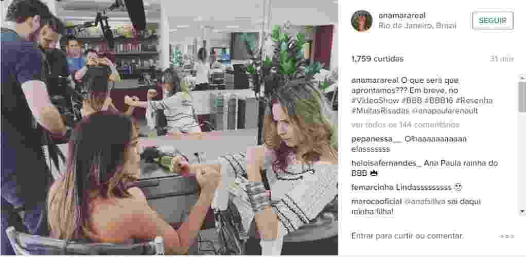 """10.mar.2016 - Ana Paula brinca com a ex-BBB Anamara nos bastidores do """"Vídeo Show"""". As duas gravaram juntas para um quadro do programa. """"O que será que aprontamos??? Em breve, no #VideoShow #BBB #BBB16 #Resenha #MuitasRisadas"""", escreveu Anamara ao compartilhar a imagem. - Reprodução/Instagram/anamarareal"""