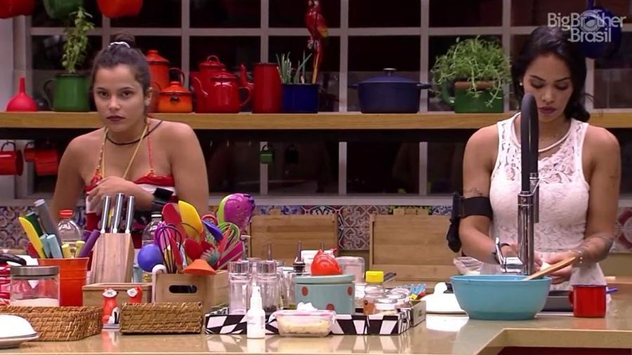 Casa tem clima tenso entre Mayara e Emilly - Reprodução/TV Globo