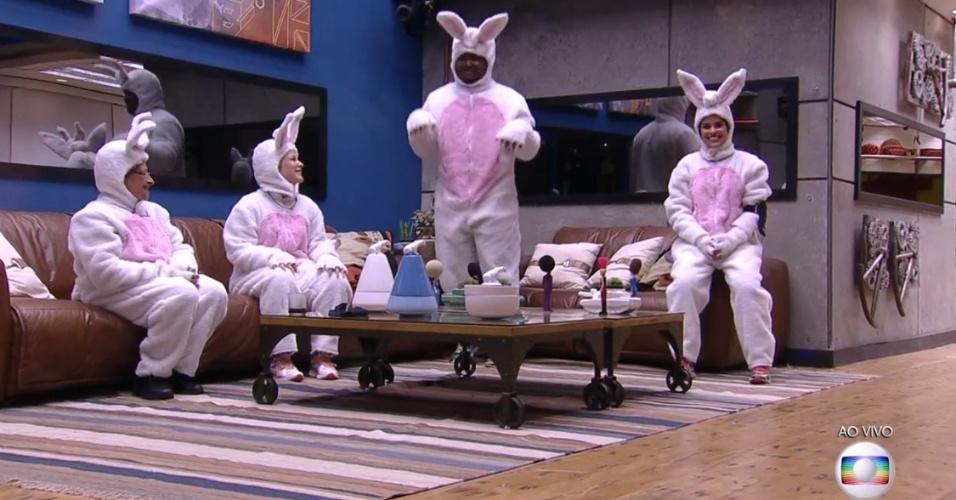 27.mar.2016 - Participantes se vestiram de coelhinhos para participar da segunda etapa da prova do líder
