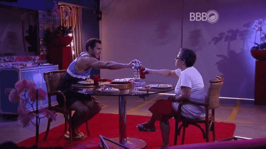7.fev.2016 - Matheus convida Geralda para o almoço de comemoração que ganhou com a prova do anjo - Reprodução/TV Globo