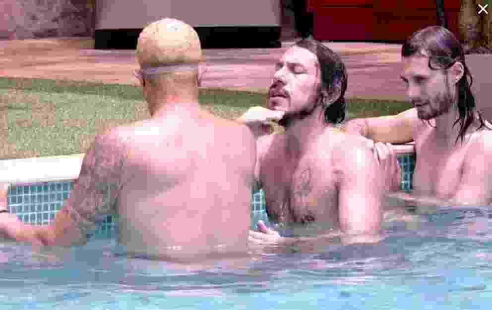 Rômulo dá lições de natação a Daniel - Reprodução/TVGlobo