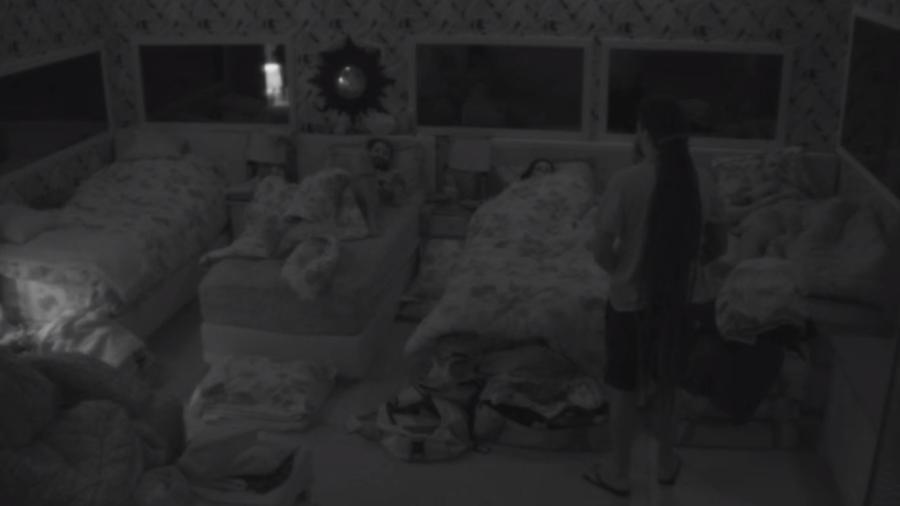 No quarto tropical, brothers conversam antes de dormir - Reprodução/Gshow