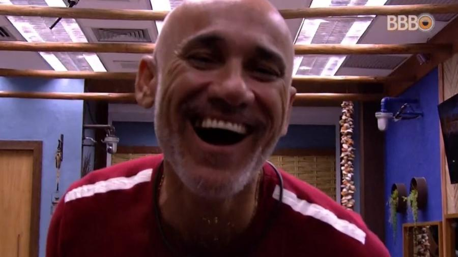Ayrton perde dente no quarto do líder - Reprodução/Globoplay