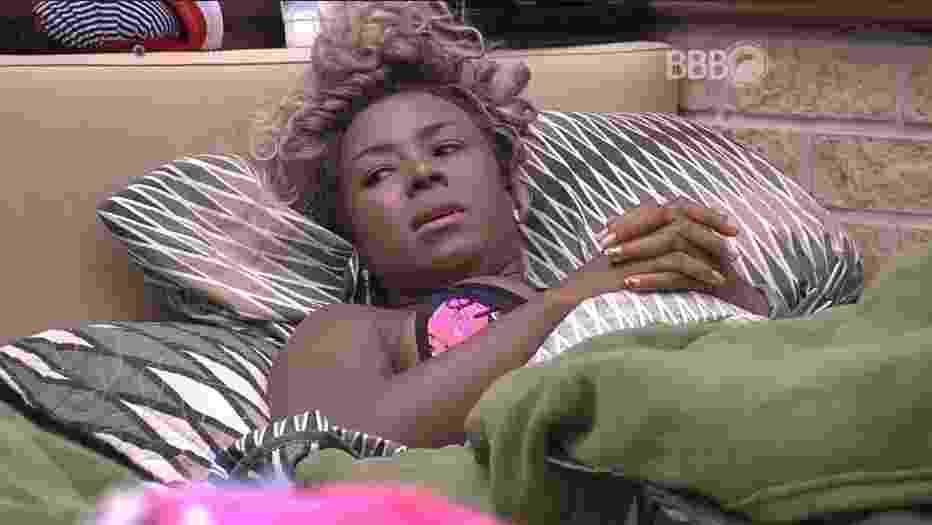 """22.fev.2016 - Adélia aconselha Cacau a se afastar de Matheus: """"Ele não faz questão da sua presença"""" - Reprodução/TV Globo"""