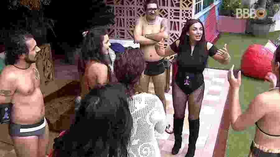 """Elettra conversa com os brothers do """"BBB17"""" - Reprodução/TV Globo"""