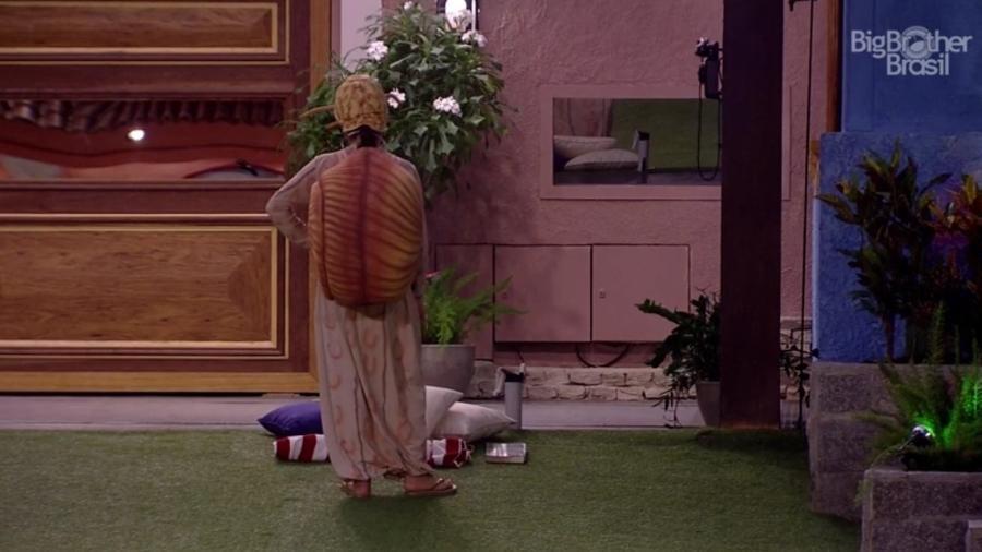 Emilly espera que Big Fone toque - Reprodução/TV Globo
