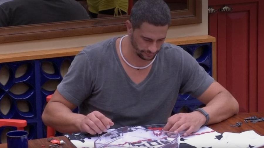 Daniel customiza abadá - Reprodução/TV Globo