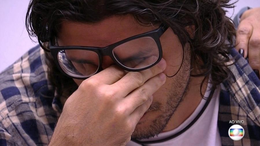 """Ilamr se emociona e ameaça deixar o """"BBB17"""" - Reprodução/Tv Globo"""