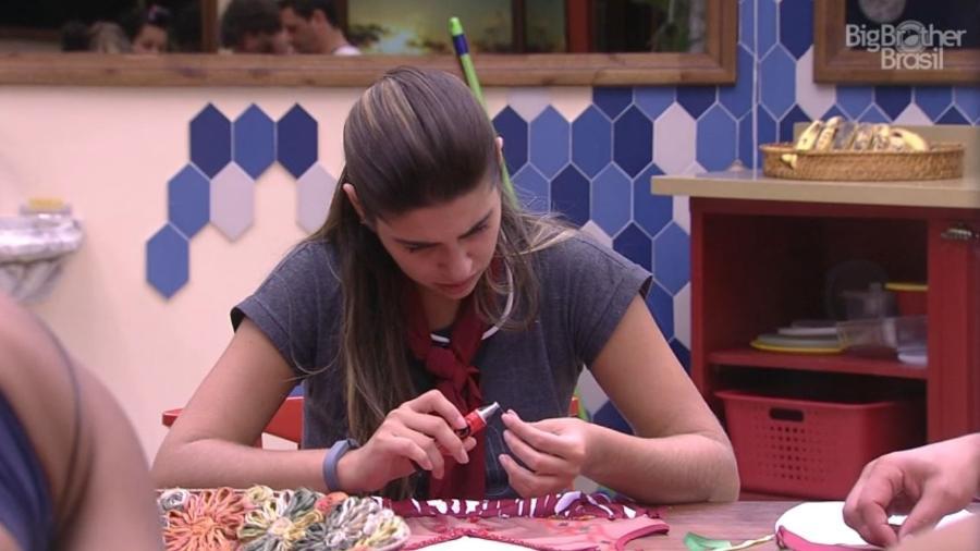 Vivian customiza abadá - Reprodução/TV Globo