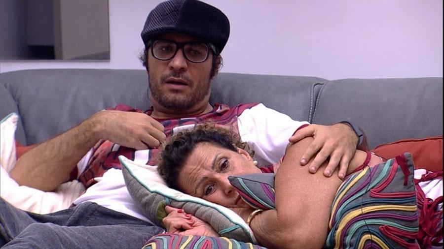 Ilmar e Ieda deixam festa gaúcha e se refugiam na sala - Reprodução/TVGlobo