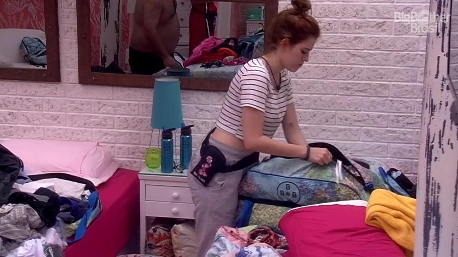 Ana Clara arruma malas no segundo andar da casa - Reprodução/Globoplay