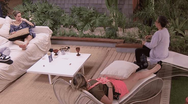 25.jan.2016 - Geralda e Ana Paula debatem se Ronan realmente foi maldoso ou se também foi influenciado - Reprodução/TV Globo