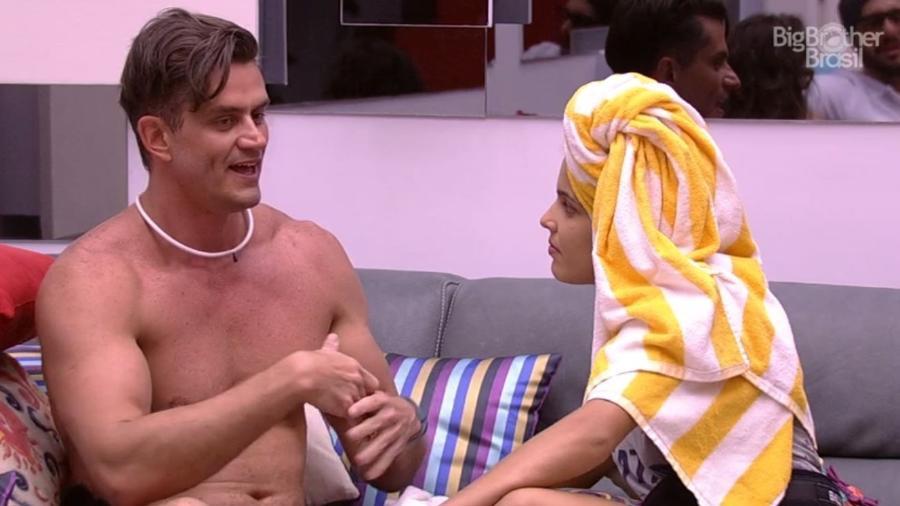 Marcos parabeniza Emilly por liderança - Reprodução/TV Globo