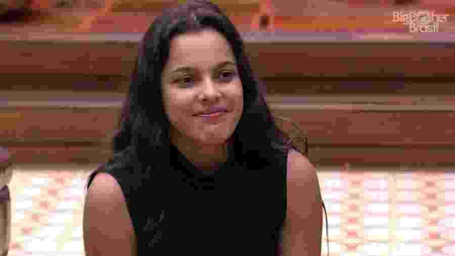 """Emilly fica sem graça ao ser chamada de """"mulher de cantor sertanejo"""" - Reprodução/ TV Globo"""