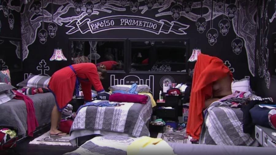 Ieda revela seio ao se trocar de roupa - Reprodução/TV Globo