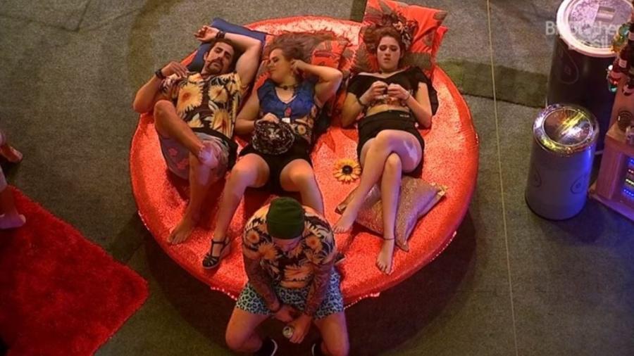 """Brothers descansam na festa """"Brega"""" - Reprodução/GloboPlay"""