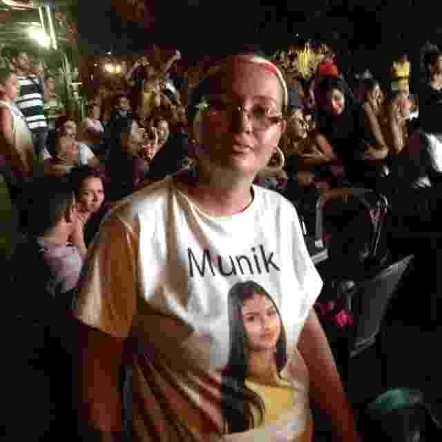 """5.abr.2016 - Na noite desta terça-feira, a família e amigos de Munik se reuniram em Goiânia (GO) no bar de Ana Carolina Novaes, prima da vencedora do """"BBB16"""" (foto), para acompanhar a final do programa - Matheus Monteiro /Colaboração para o UOL"""