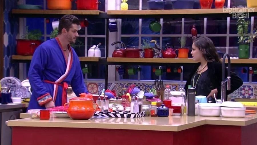 """Marcos e Emilly falam sobre Ilmar, no """"BBB17"""" - Reprodução/TVGlobo"""
