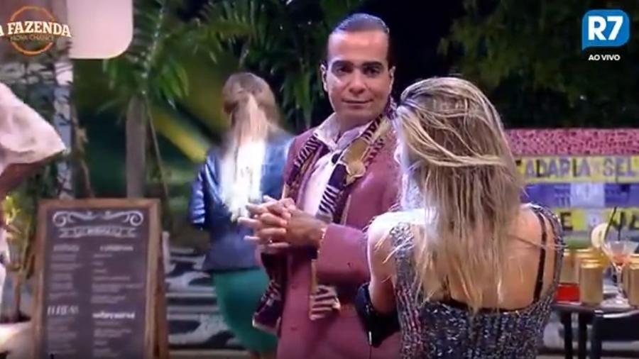 Fábio Arruda pede para Ana Paula Minerato votar nele - Reprodução/Record