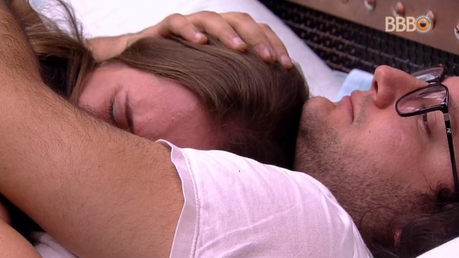 Patrícia chora após briga com Gleici - Reprodução/Globoplay