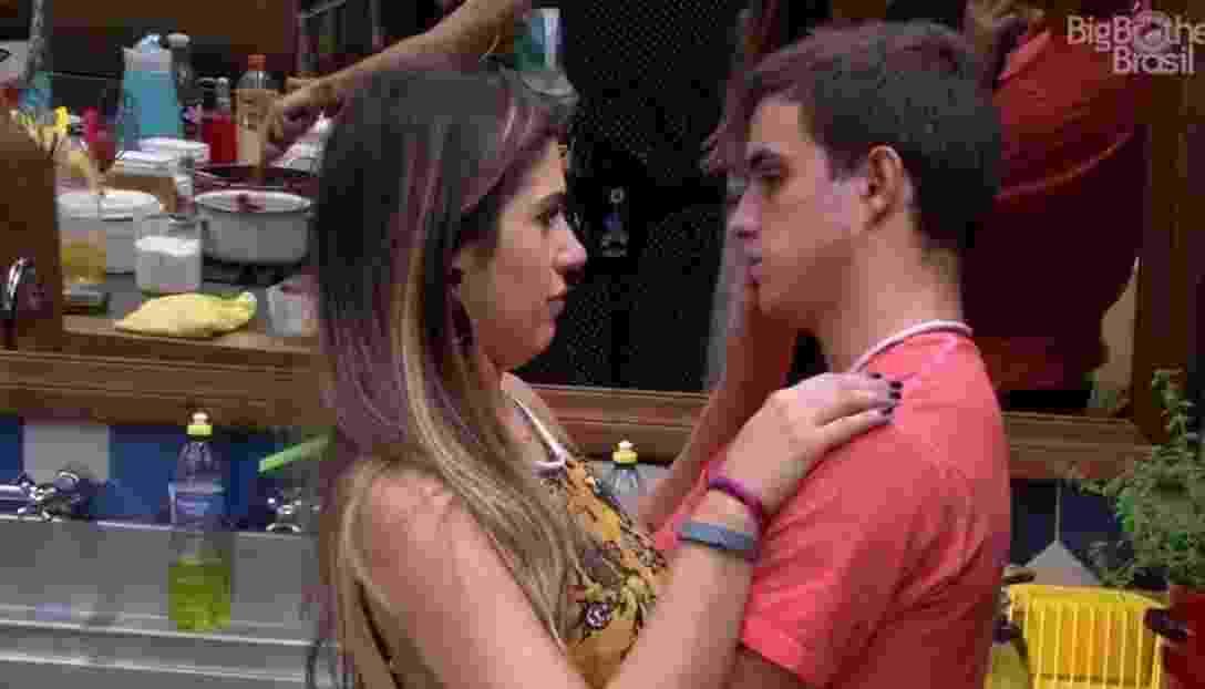Manoel diz que irá esperar por Vivian, caso seja eliminado na próxima terça-feira (21) - Reprodução/TVGlobo