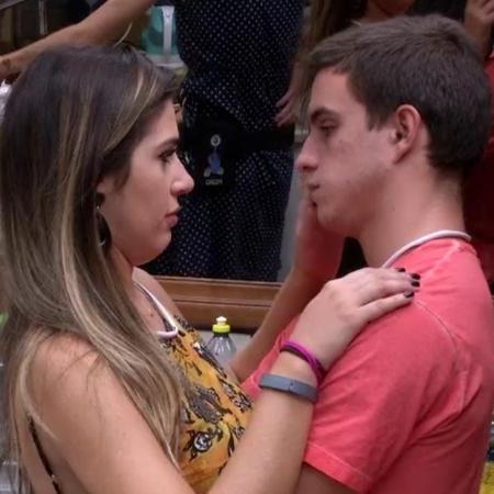 Manoel acha que sua saída será boa para Vivian - Reprodução/TVGlobo
