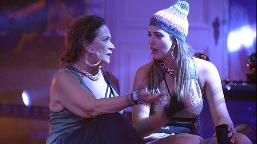Ieda conversa com Vivian durante Festa do Gueto - Reprodução/TVGlobo