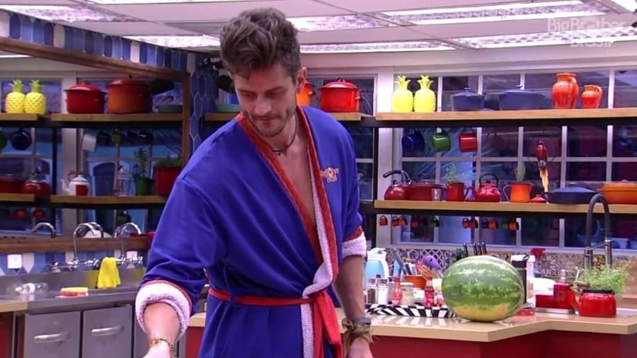 """Marcos provoca Emilly: """"Tava servindo água para a Vivian"""" - Reprodução/TV Globo"""