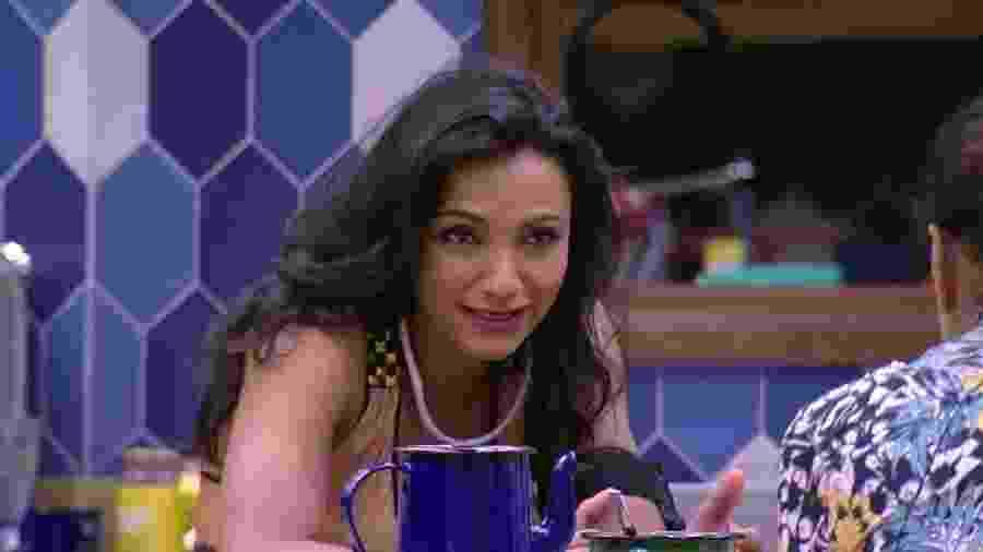 """Marinalva lembra noite anterior: """"E a gente ontem? Toda ardilosa"""" - Reprodução/TVGlobo"""