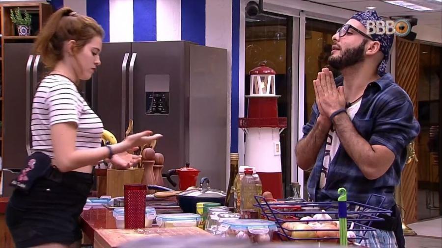 Mahmoud e Ana Clara conversam na cozinha - Reprodução/GlobosatPlay