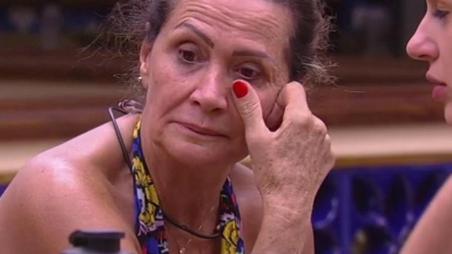 """25. jan.2017 - A participante do """"BBB17"""", Ieda se sente mal no primeiro dia na casa mais vigiada do Brasil  - Reprodução/TV Globo"""