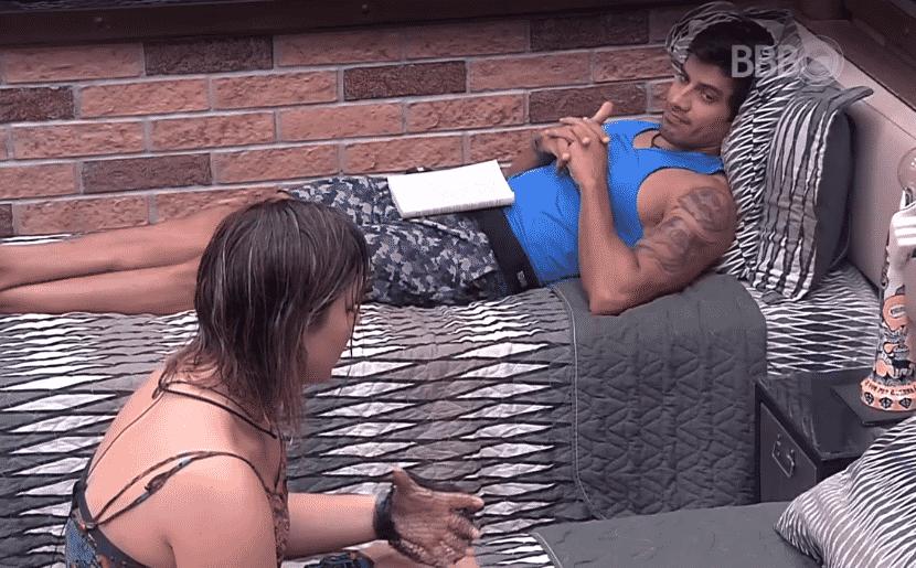 """9.mar.2016 - Renan se abre com Maria Claudia e diz ter pensado em desistir do """"BBB16"""" - Reprodução/TV Globo"""