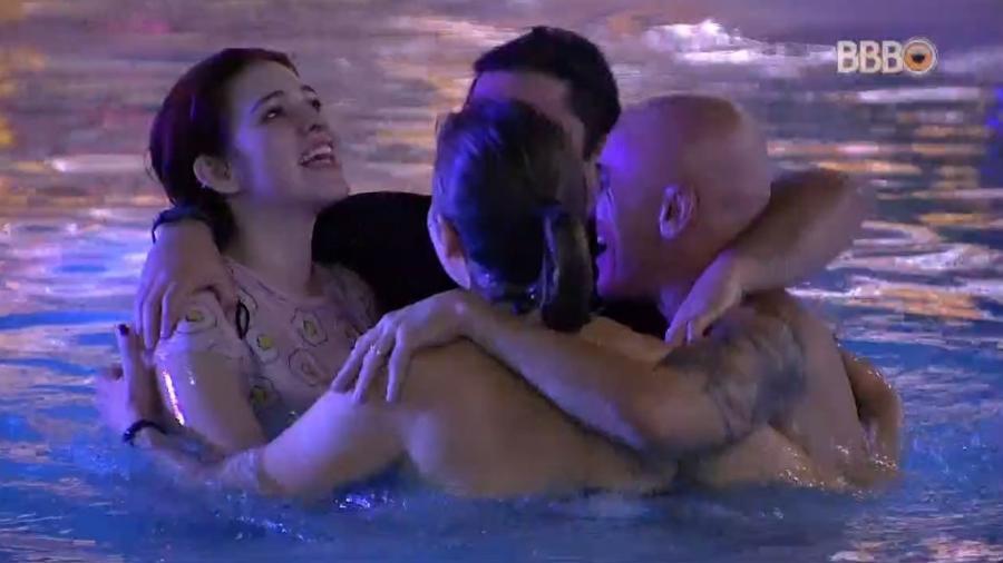"""Família Lima se abraça em estreia do """"BBB18"""" - Reprodução/Globoplay"""