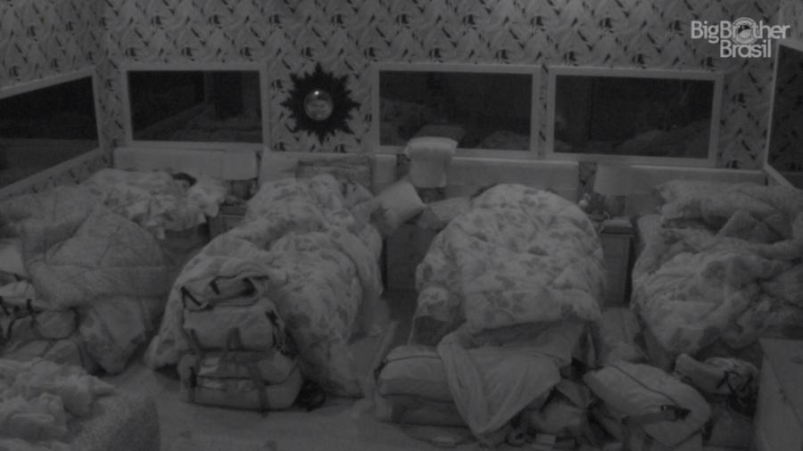Todos dormem no quarto tropical - Reprodução/GloboPlay