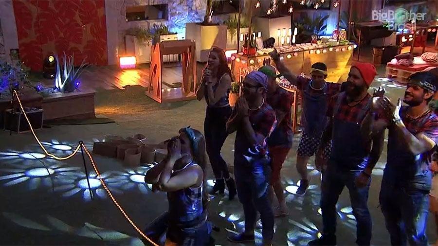 Patrícia e Ana Paula são as mais empolgadas no começo da festa - Reprodução/GloboPlay