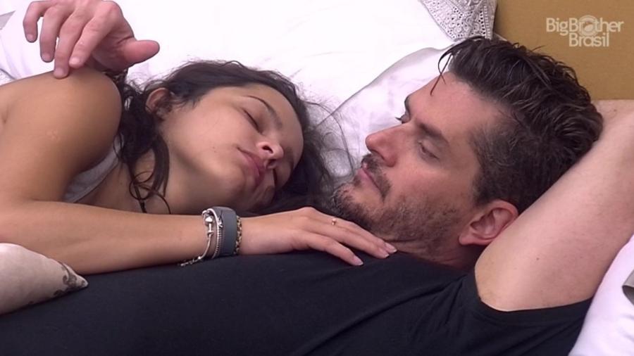 Marcos avisa Emilly que seu estilo de vida deve mudar - Reprodução/ TV Globo