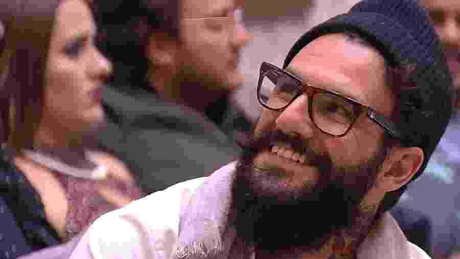 Wagner abre o sorriso ao ver Gleici arrumada - Reprodução/GloboPlay