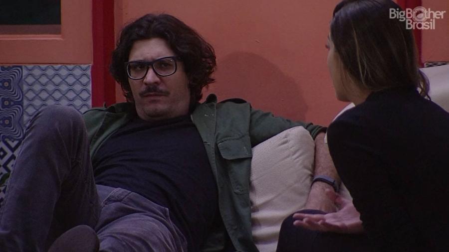 """Vivian conversa com Ilmar no """"BBB17"""" - Reprodução/TV Globo"""