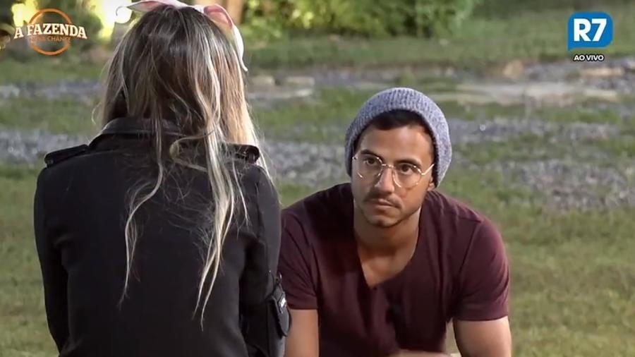 Matheus conversa com Flávia sobre Marcos - Reprodução/R7