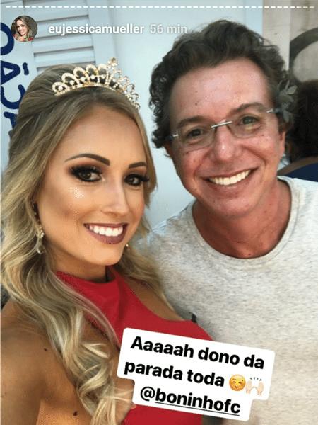 """Jéssica tira foto com Boninho nos bastidores do """"BBB18"""" - Reprodução/Globoplay"""