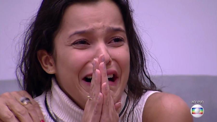 Emilly chora após eliminação de Marcos - Reprodução/TVGlobo
