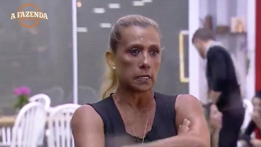 Rita Cadillac chora com a eliminação de Aritana - Reprodução/R7