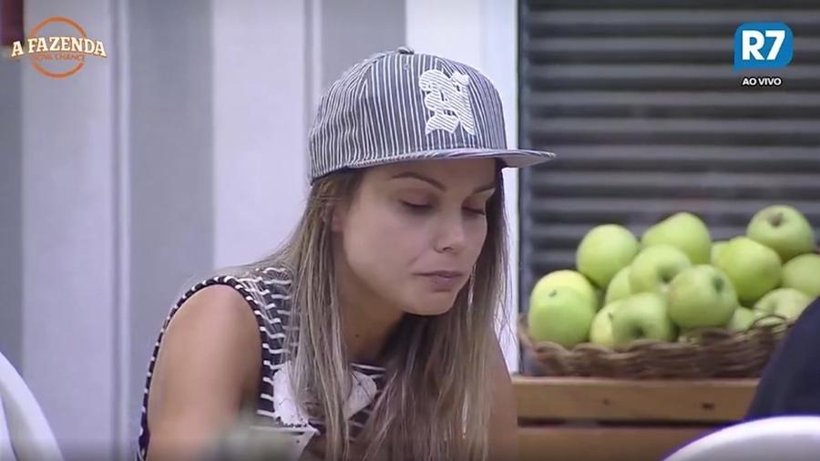 Flávia não gosta da presença de Marcos durante o almoço  - Reprodução/R7