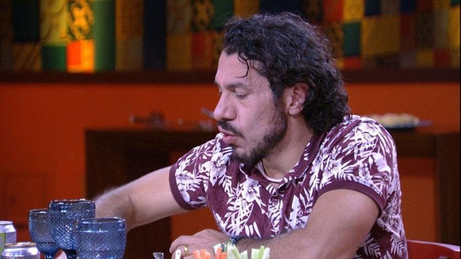 Rômulo é convidado de Ieda para almoço do anjo - Reprodução/TVGlobo
