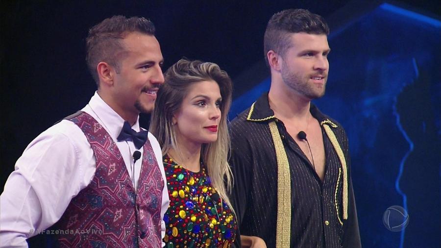 Matheus, Flávia e Marcelo vencem atividade de dança  - Reprodução/Record