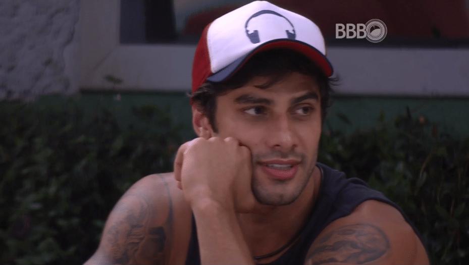 9.mar.2016 - Renan garante que sentirá saudades de Adélia e deseja:
