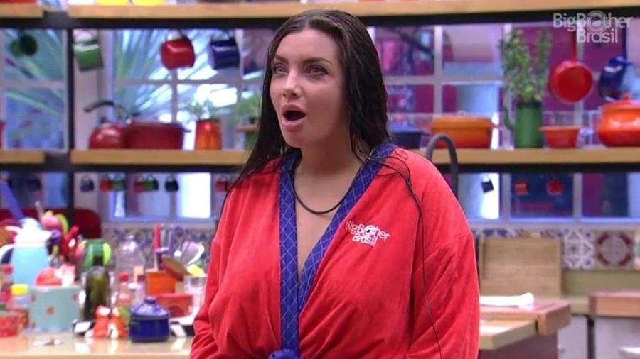 """Elettra se espanta ao saber que não há secador de cabelo no """"BBB17"""" - Reprodução/ TV Globo"""