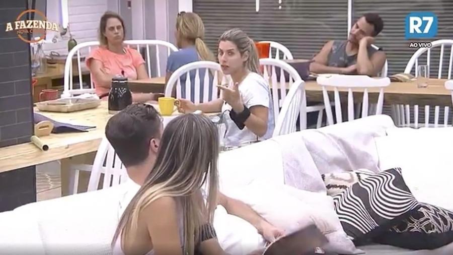 Ana Paula Minerato se irrita com Marcelo Ié Ié - Reprodução/R7